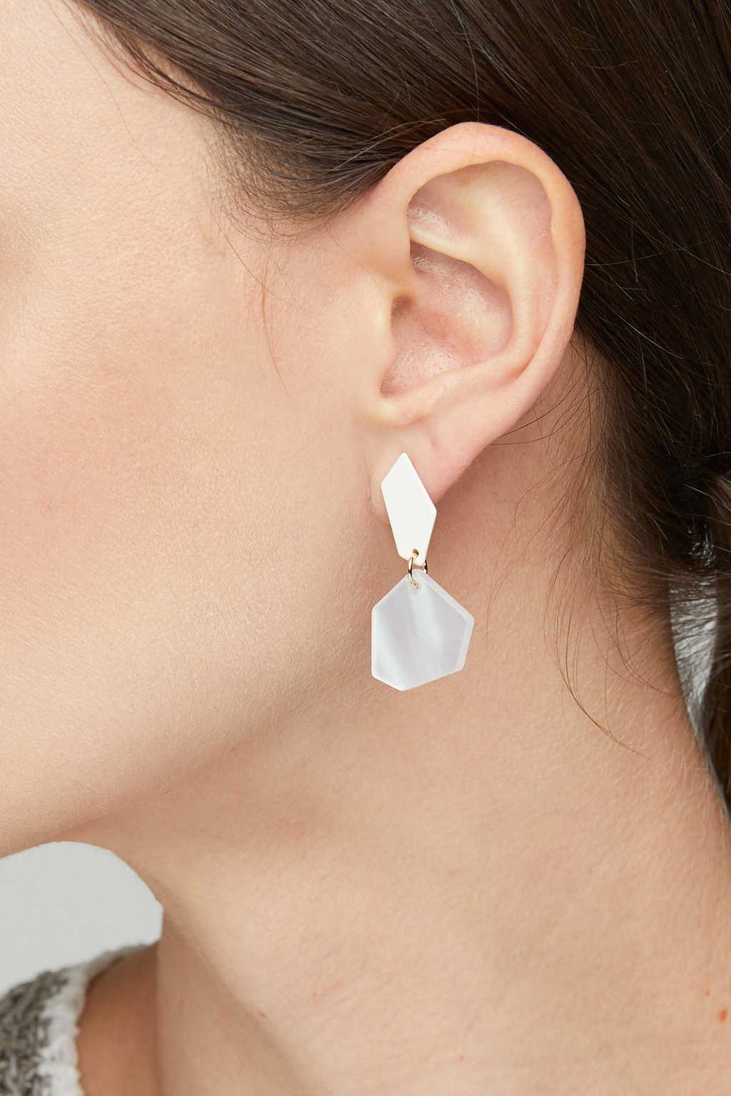 Earring K022 Cream 3