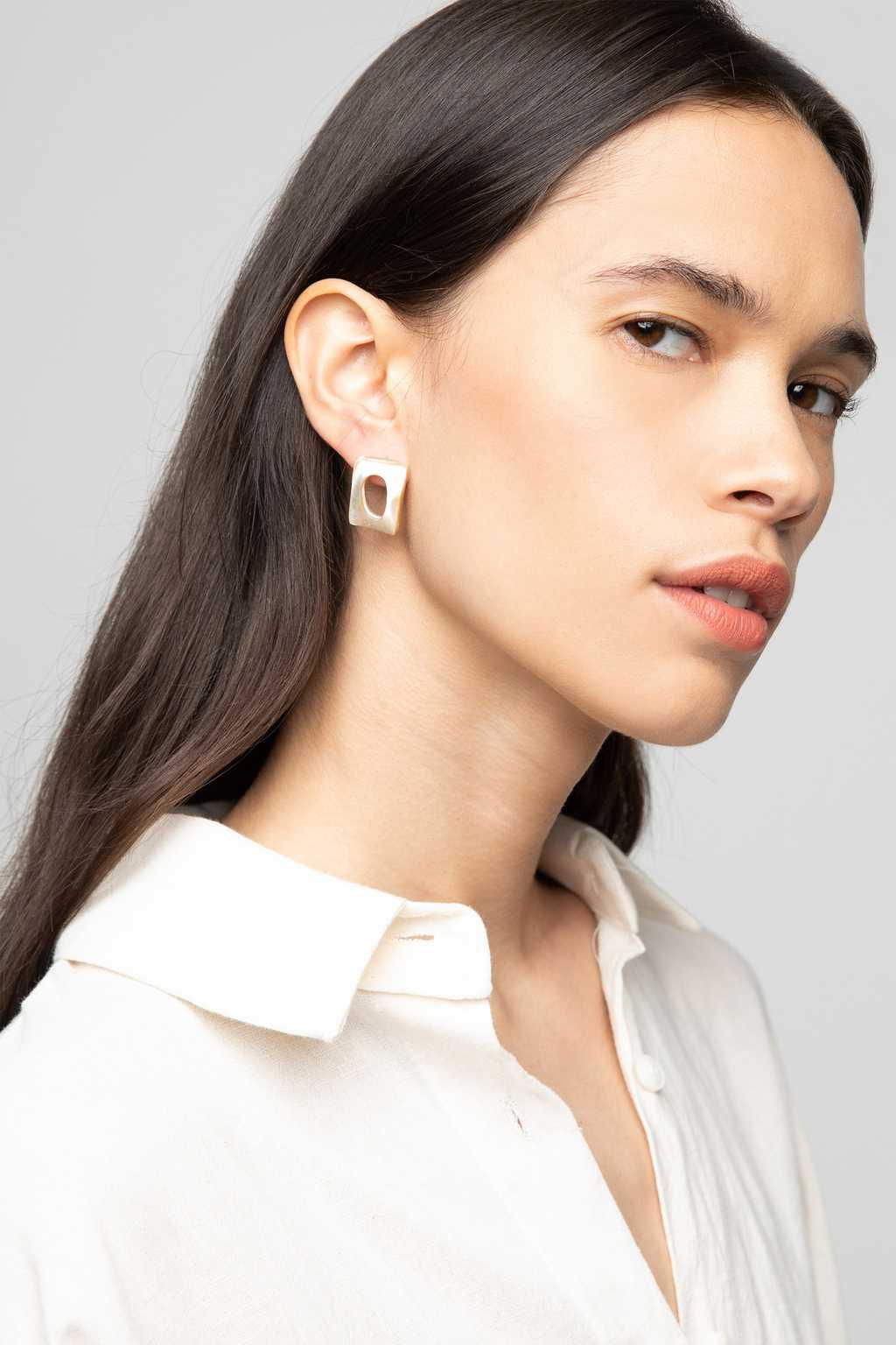 Earring K066 Beige 1