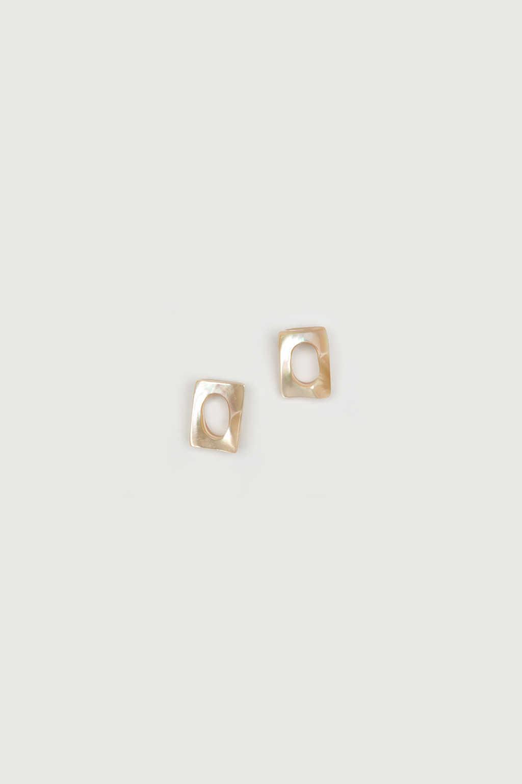 Earring K066 Beige 2