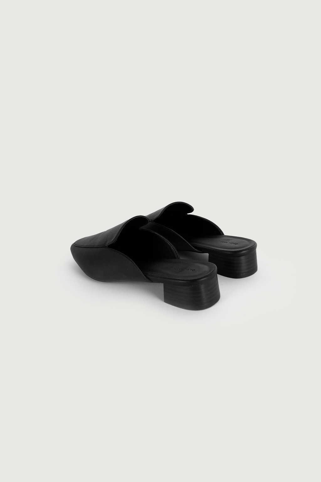 Mule 3240 Black 13