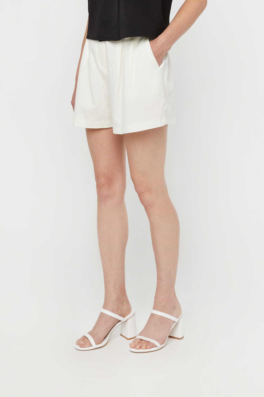 Short K011 Cream 3