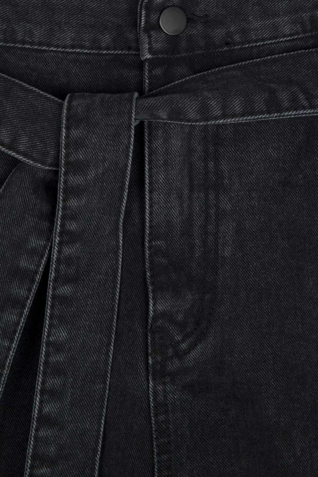 Short K012 Black 8